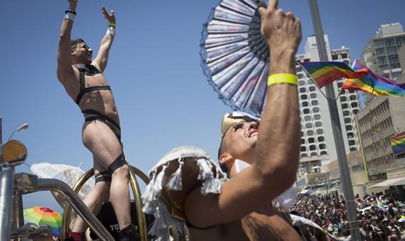 Israeliani partecipano alla Pride parade. Tel Aviv - 12 giugno 2015.
